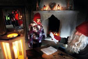 Annica Björklund från Grycksbo fick reda på att jultomten föredrar gröt framför mjölk och kaka.