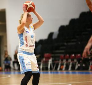 Frida Joelsson spelade 13 minuter och hade 4 poäng och 2 returer.