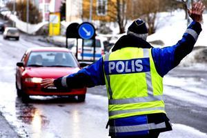 Polisen höjer sin trafikbevakning längs vägarna runt om i länet under påsken.