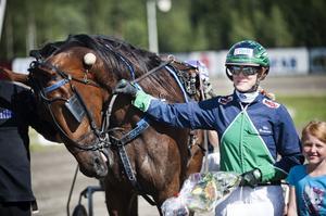 I V5-2 tog Double Kiss, med Elin Gustavsson i sulkyn, en lätt seger.