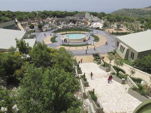 Utomhusmuseet – som i medier kallats Hizbollahs eget Disneyland – ligger på en bergstopp med vidunderlig utsikt över Libanon och Israel.   Foto: Sofia Eriksson/ TT