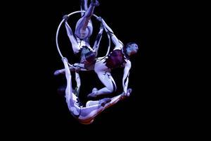 Artister från Cirque du Soleil vid ett framträdande i Portugal.    Foto: Francisco Seco/AP/TT