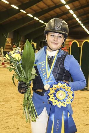 Klara Hammarström hoppade hem SM-guldet i medelsvår A, kategori C med ponnyn Chinchilla.