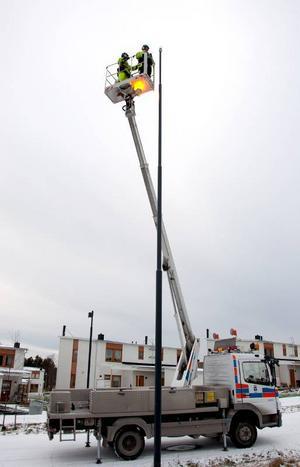 Tolv meter upp i luften vid Remonthagen. Men skyliften kan hissas upp ytterligare sex meter.
