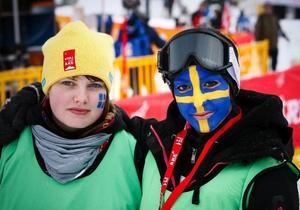 Madelene Englin, 17 år från Mörsil och Jennifer Ettekal, 19 år ifrån Järpen håller till i barnområdet. Båda är gymnasieelever i Åre och läser barn- och fritid. De ser till att alla barn som inte vill se skidåkningen har något roligt att göra.