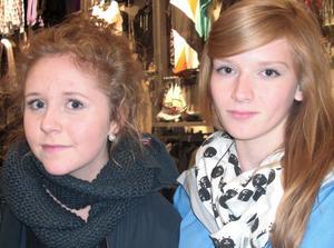 Rebecka Wermelin, 16 år, studerande (till vänster):1. Hösten är den bästa årstiden, det finns snyggast kläder då.2. Filmkväll med någon man tycker om.Matilda Sundqvist, 16 år, studerande (till höger):1. Den är mysig tycker jag.2. Sitta inne och mysa med kompisarna.
