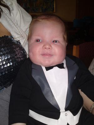 Bild tagen på Liam när han döptes i hallstar hammar. Gu va man får var fin.
