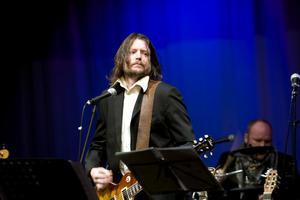 Michael Stark sjöng Nico the bands radiohit Mental exile.