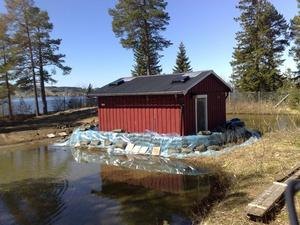 Vattenverket i Hammerdal inbäddat i hopp om att hindra vattnet att tränga in.