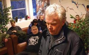 -- Det är en underbar känsla att veta att så många bryr sig, säger Göran Blix.Här vid torsdagens samling på polishuset.FOTO: ANDERS BJÖRKLUND