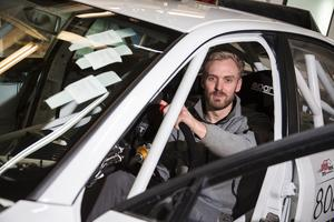 Andreas Nilsson i sin modifierade Audi A4.