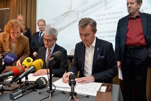 ABB:S koncernchef Ulrich Spiesshofer och SJ:s vd Crister Fritzsson, i storaffär.