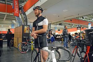 David innehar banrekordet i velodromen och fortsätte att tävla själv.