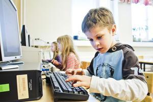 – Jag lärde mig själv att läsa när jag var sex år, säger Ludvig Melin, 7 år.