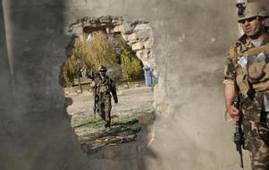 Afghanska säkerhetstyrkor patrullerar i Kabul efter ett terrordåd tidigare i veckan. Foto: AP Photo/Massoud Hossaini.
