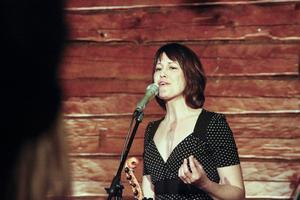 Sofia Sandén är även känd från folkmusikgruppen Ranarim.