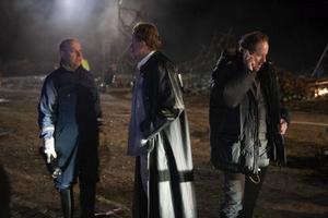 """Skånska mord. Nyberg (Mats Bergman), Wallander (Krister Henriksson) och Martinsson (Douglas Johansson) får återigen händerna fulla i """"Wallander – Hämnden"""".Foto: Nille Leander"""