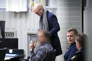 Rättegång i Malungsmordet. Åklagaren yrkade på att han skulle dömas för dråp, försvaret hävdade misshandel och vållande till annans död. Mannen försattes på fri fot efter förhandlingen.