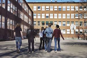 Ansvaret föt dåliga skolresultat måste läggas på de skolor som inte klarar sitt uppdrag. Eller rättare sagt på de politiker som inte fördelar resurserna rätt, skriver Maria Haglund (M).
