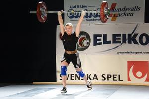 Lita Söderqvist tävlade i 63-kiloklassen, som var den största på SM med hela 23 lyftare anmälda.