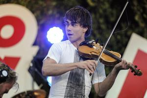 Eurovisionskändis till Västerås. Alexander Rybak är känd för sitt entusiastiska fiolspelande, men även för sitt undervisningsintresse.