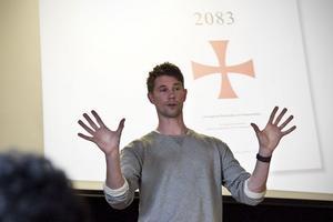 Jonathan Möller från Expo gav en inblick i en skrämmande värld av rasism. Tråkigt var att bara ett drygt tiotal personer valde att lyssna till hans angelägna föreläsning.