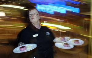 Sommar betyder full rusch i restaruangbranschen, trots det ökar konkurserna.