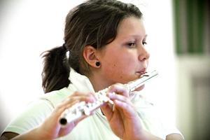 Hanna Söderlund har ett solo i 'The Lonely Shepherd' som ackompanjerar 'luft'-numret.