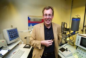 Får miljoner. Med ett svepelektronmikroskop kan man se detaljer vid en mycket högre förstoring än med ett ljusmikroskop. Högskolan Dalarna ska nu köpa ett nytt svepelektronmikroskop till sitt materialtekniska laboratorium.