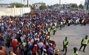 Mogadishu-bor protesterade mot terrorn i en spontan demonstration efter helgens attentat.