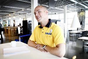 """SPANAR PÅ STÖRRE UTRYMMEN. Tomas Bolander, Ikeas varuhuschef i Valbo, säger så här om planerna på att bygga ett nytt, större varuhus i Gävle. """"Vi tittar på möjligheten och det gör vi på rätt många marknader där vi är etablerade i Sverige""""."""