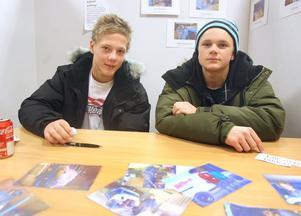 Nisse Kjellström och Anders Andersson från Vågbroskolan har lärt sig mycket om industrimålning under hösten.