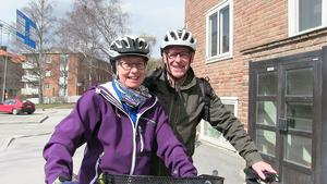 Kerstin Sjöblom och Nisse Nilsson cyklar ofta. De tycker att det går bra att cykla i Östersund redan idag, inte minst tack vare bilisterna.