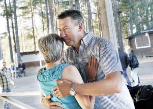 Jan Lindberg och Gunilla Norström dansar till Zekes.