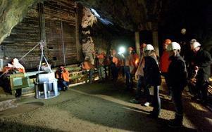 I går sänktes en tidskapsel ner i Falu gruva. Den innehåller nästan 100 000 fotografier som är tagna den i 25 maj 2012.
