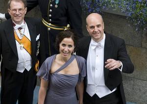 Paret Reinfeldt fyller fickorna med tusenlappar, är det ett personangrepp? Och de skenande socialbidragen, hur ska siffrorna tolkas?