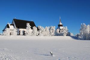 Frösö Kyrka i vinterskrud. Foto: Peter Hultberg