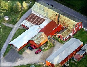 Flygfoto över gården i Rågsveden, Äppelbo, där Marie Samuelsson mördades.