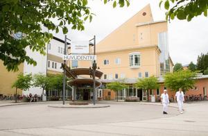 Brist på personal gör situationen pressad på Hudiksvalls sjukhus i sommar.