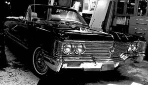 Inscannad bild på bilen från norrmannens Chrysler Imperial från hans stämningsansökan.