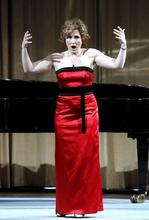 Marianne Hellgren Staykov sjunger i Stadshuset i Sundsvall.