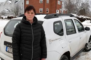 Frida Tomasson, hemtjänsten i Malung, får dela på två bilar med sina sex kollegor.