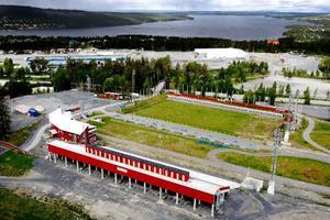 Investeringarna  på skidstadion i Östersund har gjorts successivt. Räknar man tillbaka till 1991 då flera satsningar kom igång har kommunen plöjt ned 58,5 miljoner för att få en anläggning i absolut världsklass. För drygt en vecka sedan fick de utdelning för sitt arbete. IBU meddelade att Östersund blir platsen för samtliga världscuppremiärer i skidskytte under fem år.