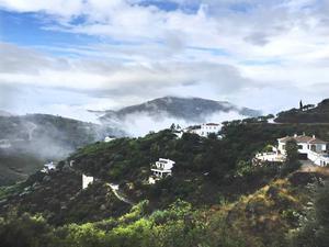 Utsikt från Mimmis hus. Bergen i Andalusien är som ett andra hem för Mimmi och hennes sambo.