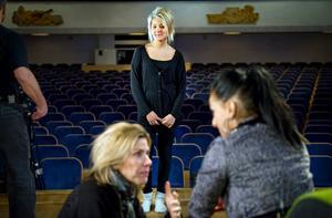 Johanna Nilsson stod först i kön. Hon hade köat i mer än två timmar för sin chans att bli med i Karas kör i TV-programmet Körslaget.