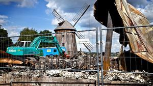I ruinerna inleddes i måndags arbetet att forsla bort tonvis med skrot till källsortering.