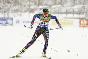 Ebba Andersson vinner 5 km vid fredagens skidpremiär i Bruksvallarna.