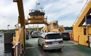 Färjerederiet har omkring 70 färjor, tre passagerarbåtar och en svävare som tillsammans trafikerar 40 färjeleder i landet.