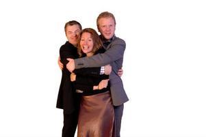 Henric Hallberg, Astrid Domino och Mattias Nordqvist utgör trion AMH, som gjorde sitt första framtrådande i onsdags i Näskotts kyrka.