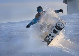 Martin Rönnestrand från Forsa passade på att lufta snowboarden.